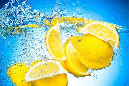 Вода з лимоном та її корисні властивості