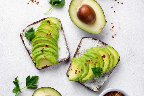За всіма правилами ЗСЖ: корисні рецепти тостів з авокадо