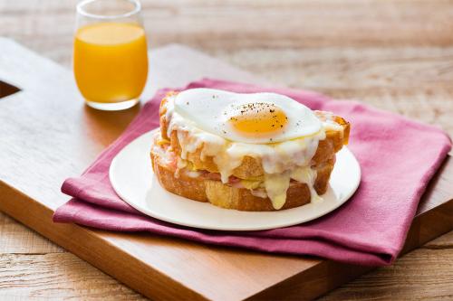 Почніть ранок з ідеального сніданку: розповідаємо, як приготувати крок-мадам