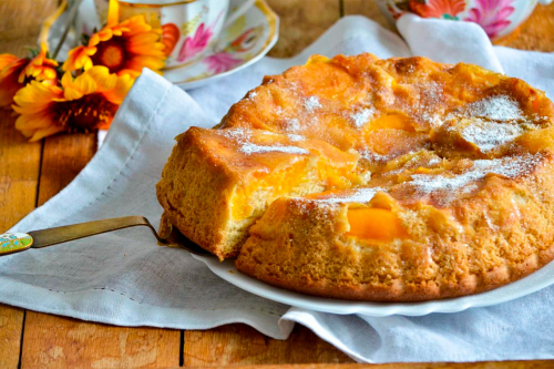 Простий рецепт: готуємо смачну шарлотку з персиками