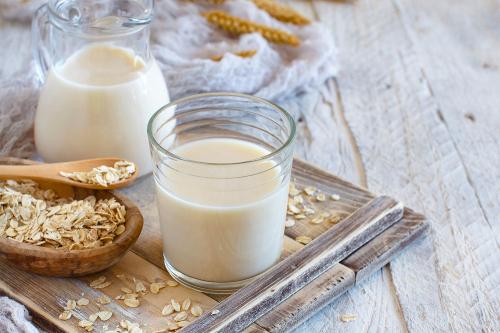 Вівсяне молоко: в чому користь модного напою