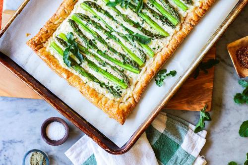 Листковий пиріг зі спаржею: покроковий рецепт